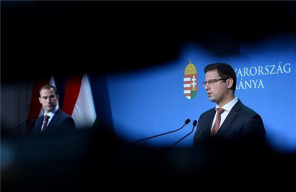 Itt a kormány véleménye a győri polgármester szexvideóival kapcsolatban