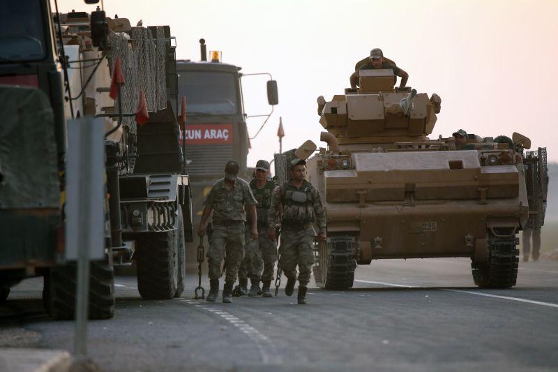 Török offenzíva: Szíriából Irakba szállított át az amerikai hadsereg két fogva tartott iszlamistát