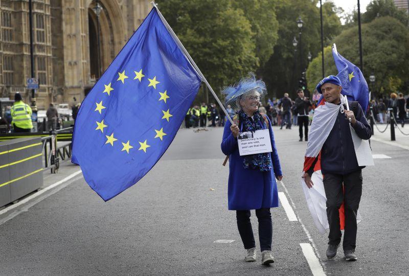 Brexit: két évre földhöz vágná a brit gazdaságot a megállapodás nélküli kilépés