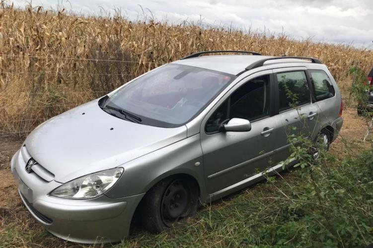 Ajkai rendőrök fogtak embercsempészeket és illegális határátlépőket Tüskevár közelében