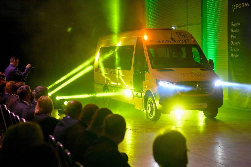 Így fog kinézni egy magyar iskolabusz