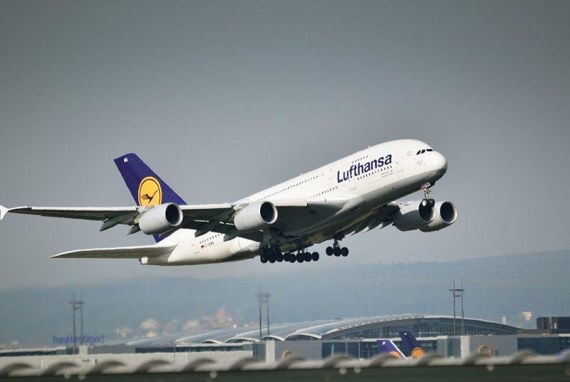 Sztrájkot tartanak vasárnap a Lufthansa dolgozói