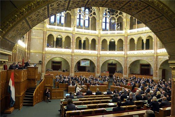 Megint leszavazta a Fidesz a Zentéhez hasonló betegek megsegítését