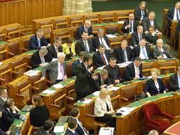 Hétfőn újra dolgozni kezd az országgyűlés – Orbán néma marad