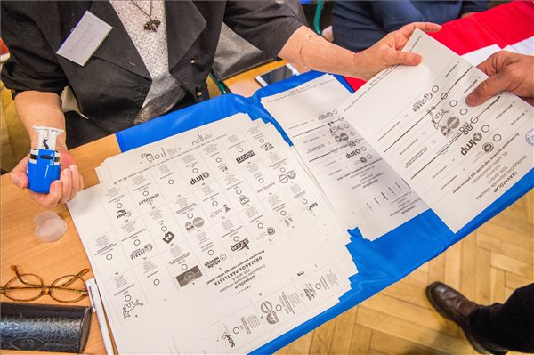 Érdekes indokkal ismételtetné meg az önkormányzati választást a Fidesz Szekszárdon