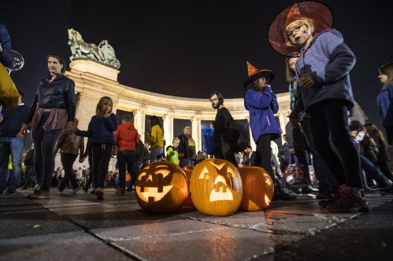 Ilyen volt a budapesti töklámpás fesztivál