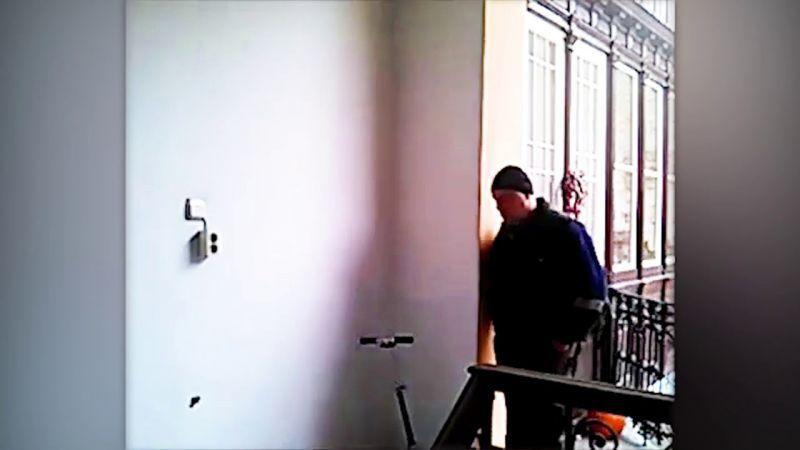 Videó készült a társasházi tolvajról
