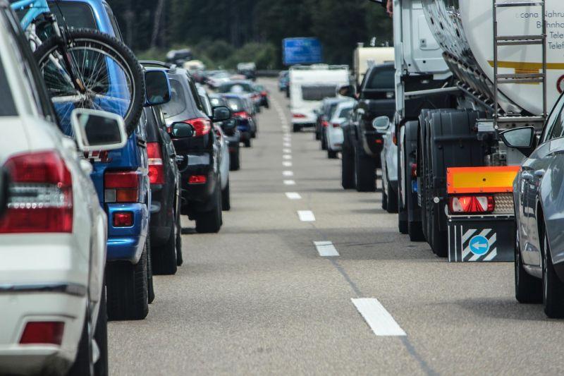 Az M0-s autóút déli szektorán összefüggő a kocsisor
