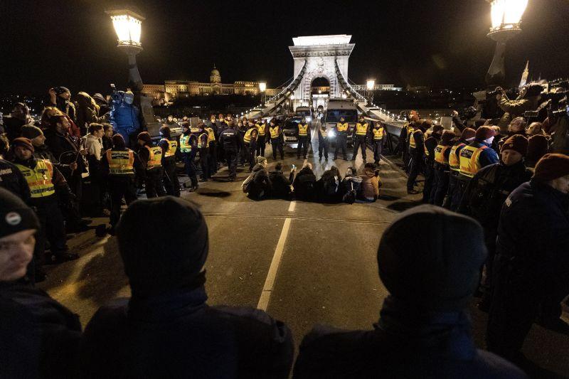 Tüntetés lesz Budapesten, lezárásokra kell számítani