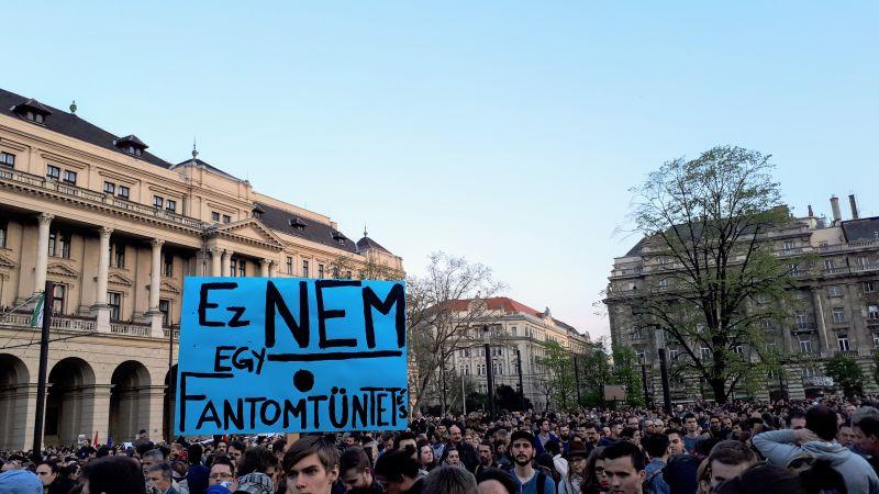 Tüntetéssel emlékeznek a CEU mellett tüntetés évfordulójára