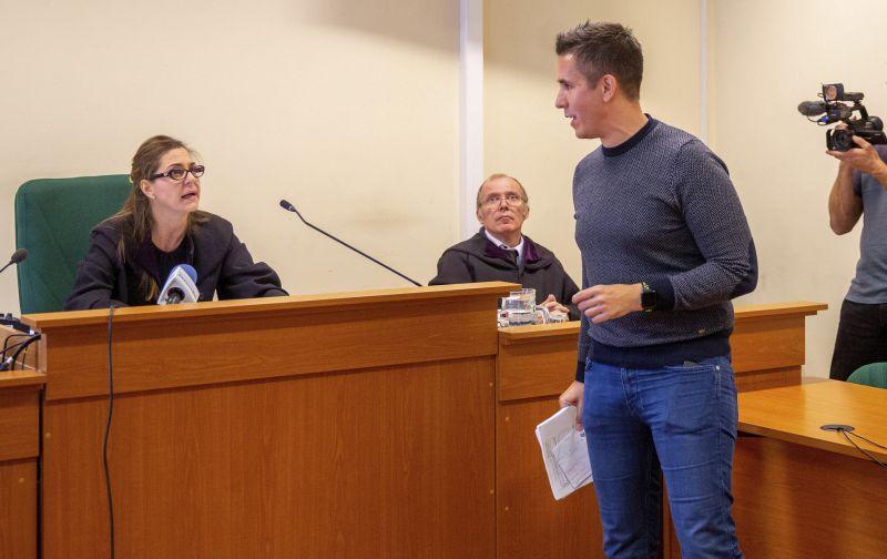Czeglédy Csaba ügyvédi irodájával kötnek szerződést a DK-s kerületek