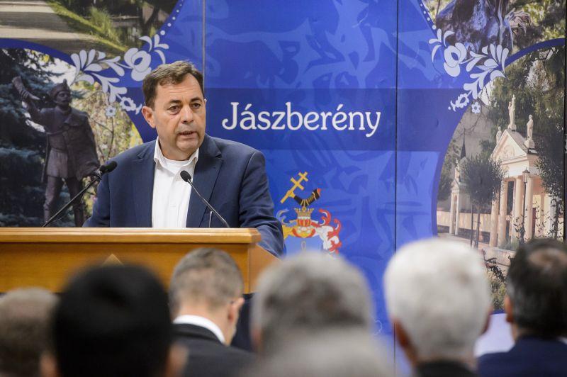Kiütéses győzelem: padlóra küldték a választók a fideszes Pócs Jánost