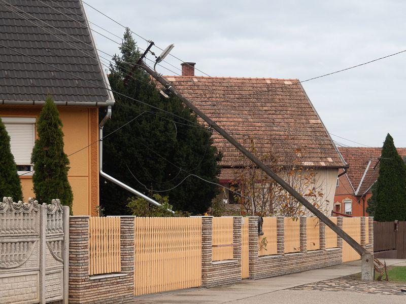 Villanyoszlopokat döntött a novemberi vihar Bács-Kiskun megyében