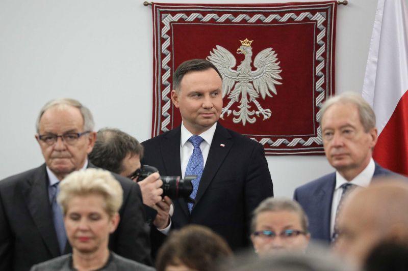 Öt év börtön szexuális felvilágosításért – a Fidesz támogatja