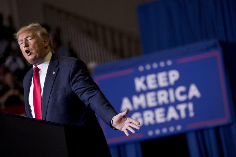 Megtört a nagykövet – Trump ellen vallott
