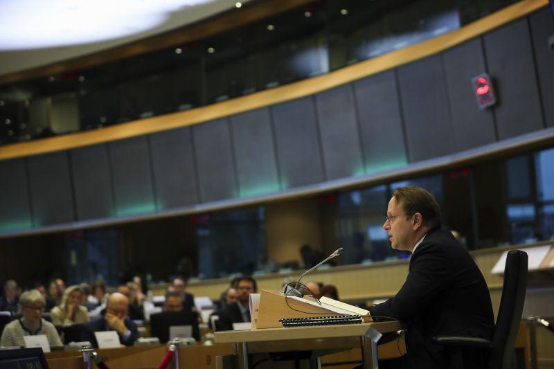 Ha uniós biztos akar lenni Várhelyi, pótvizsgáznia kell