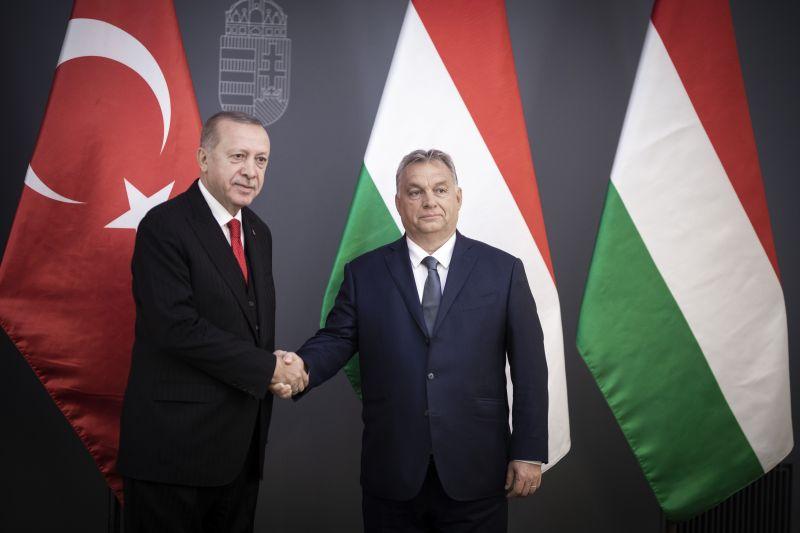 Orbán szerint Erdogan véd bennünket a migránsoktól