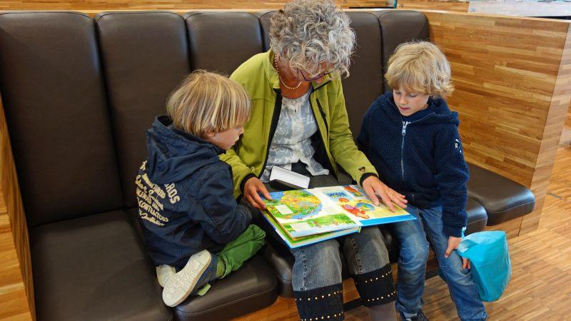 Nyugdíjasok és gyerekek is kapnak karácsonyi utalványt