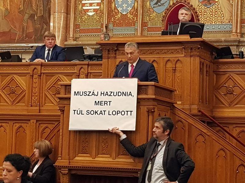 Közös fellépést sürget a Jobbik az ellenzéki képviselők szívatása miatt