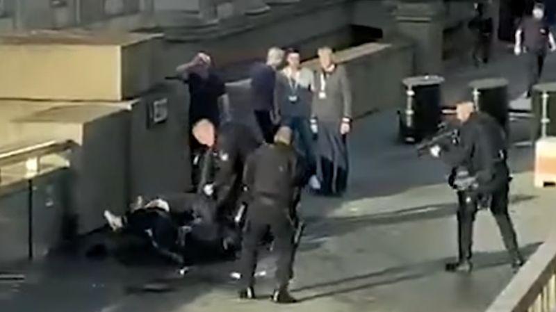 Két halottja és három sebesültje van a londoni terrortámadásnak