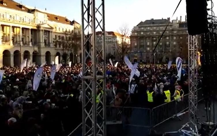 Fidesz: az ellenzéket és Sorosékat csak a hatalom érdekli, nem a pedagógusok