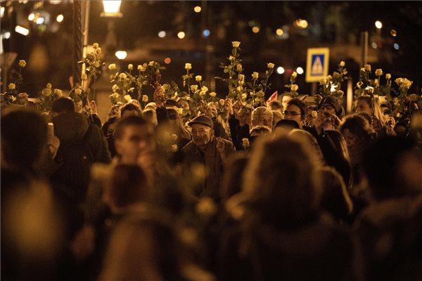 A lúgos orvos ellen tüntettek Budapesten