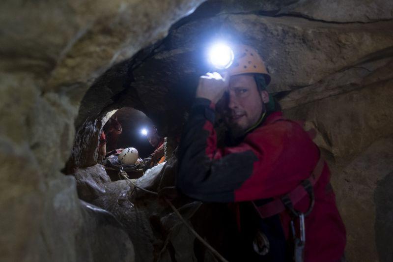 Megsérült egy nő a Mátyás-hegyi-barlangban, barlangi mentők hozták a felszínre