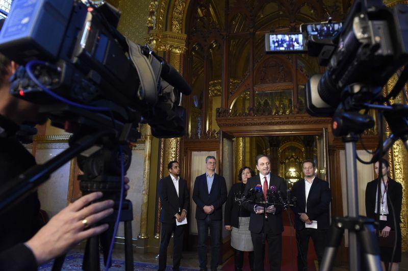 NER-demokrácia: csak fideszes jelölteket választottak a Médiatanácsba