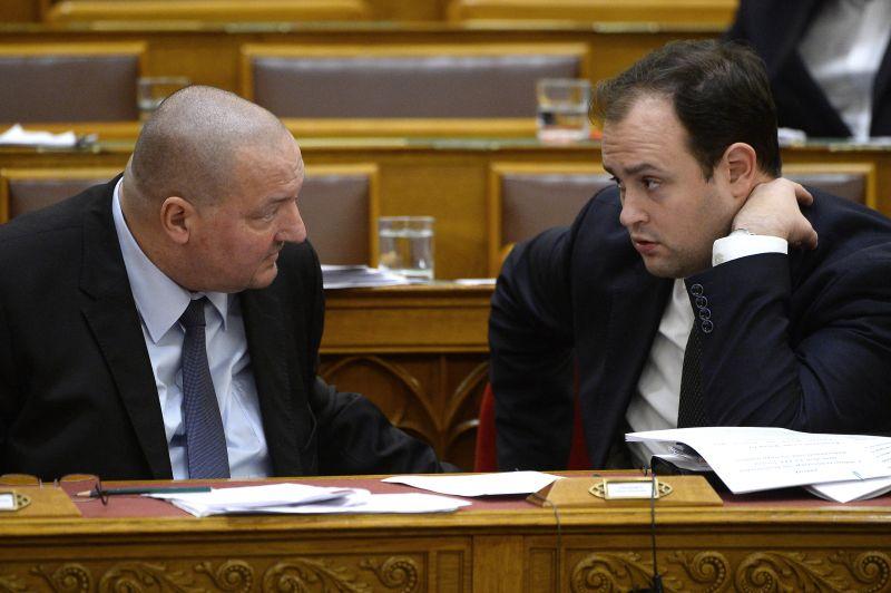 A Fidesz fenntartja a migrációval való riogatást