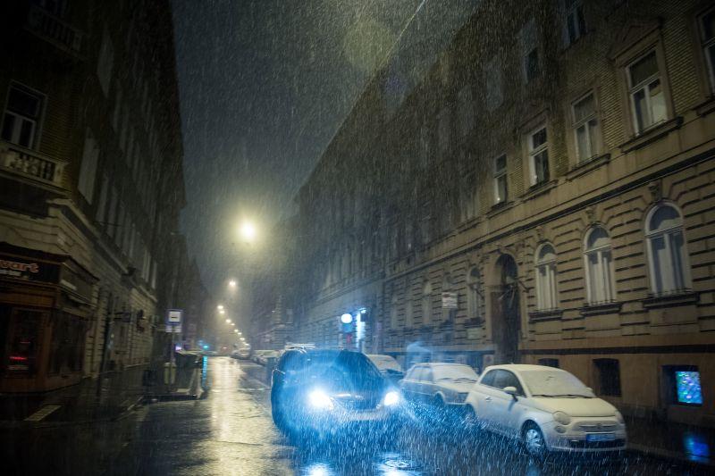 Útinform: araszolnak a járművek Budapest felé több útszakaszon is