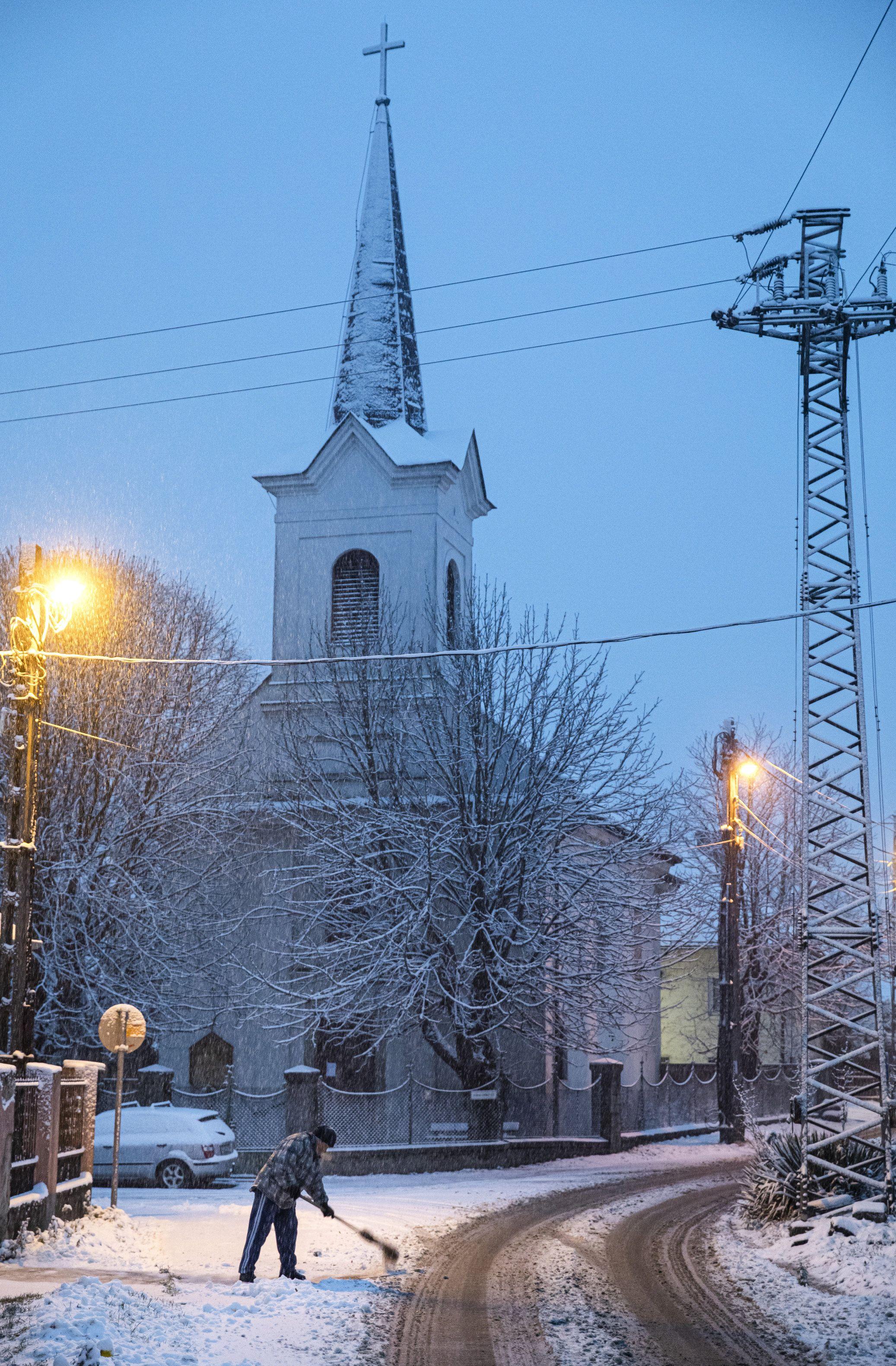 Így érkezett meg az idei tél első havazása – fotók