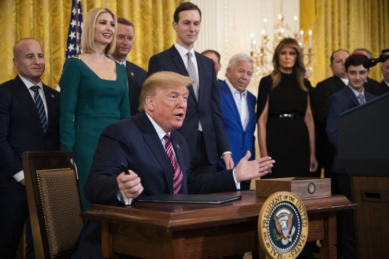 Elképesztő tempóban hazudozik Trump