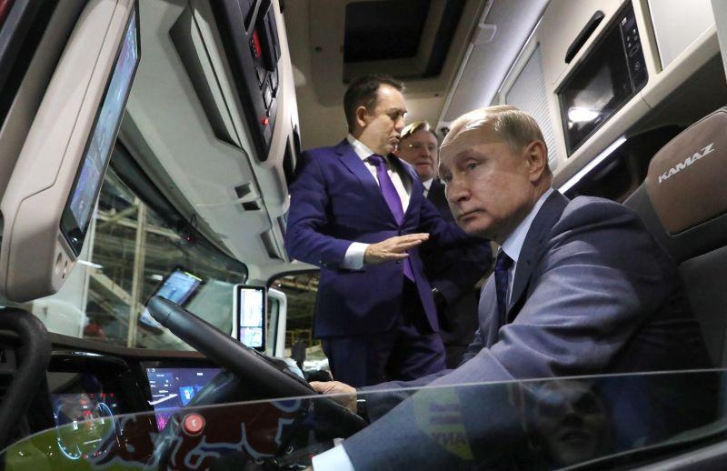 Orbán két barátja megdumálta egymás között a szír helyzetet
