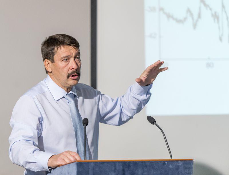 Áder János teljesen másképp közelíti meg a klímavészhelyzetet, mint Orbán Viktor kormánya