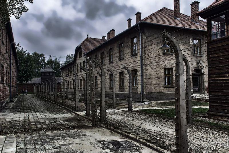 Már nem díszítheti karácsonyfáját az auschwitz-i koncentrációs táborral