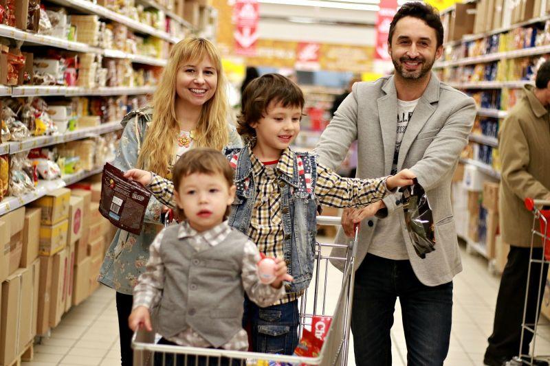 Százmilliárdokért vásárolnak ajándékokat a magyarok