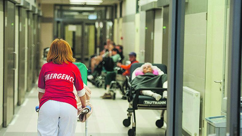 A Honvédelmi minisztérium felszólította a sajtót: fejezzék be a kórház támadását!