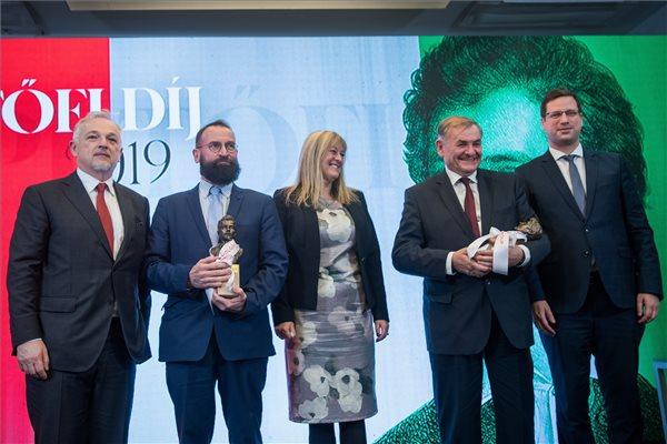 Lezsák Sándor és Szájer József kapta idén a Petőfi-díjat