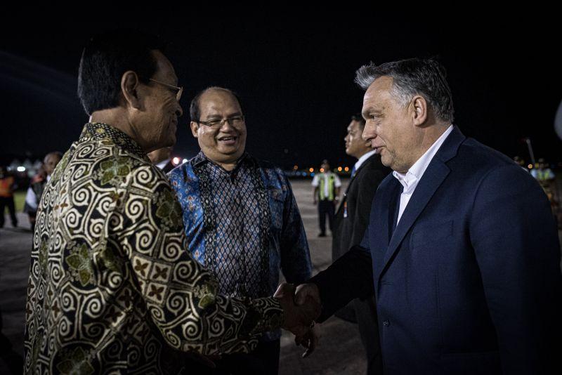 DK: miért Csányi gépével repül Orbán hivatalos úton?