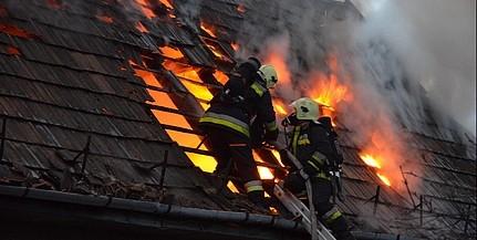 Két holttestet találtak a leégett családi ház udvarán