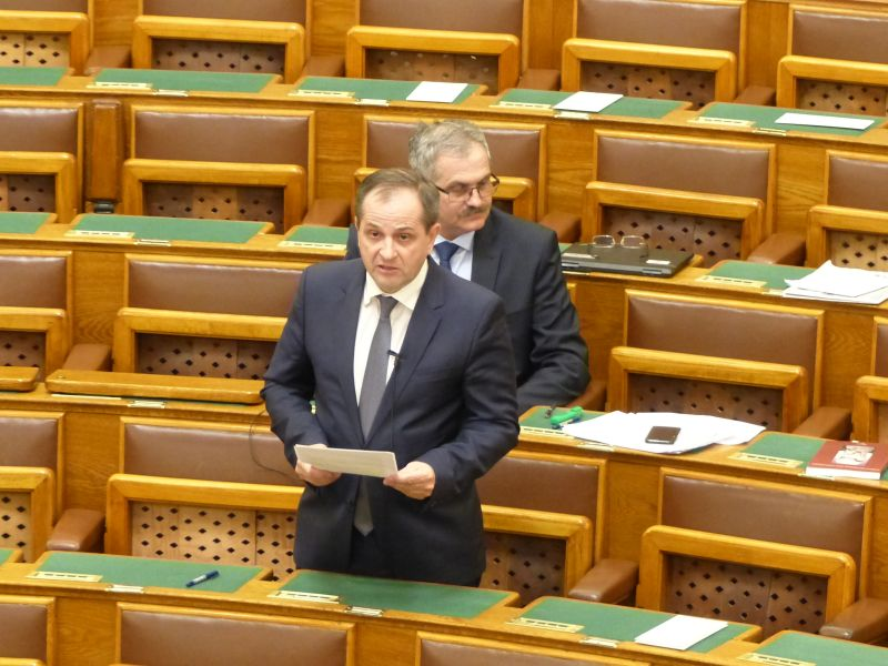 Az elítélt az új migráns – továbbra is börztönbizniszről beszél a Fidesz