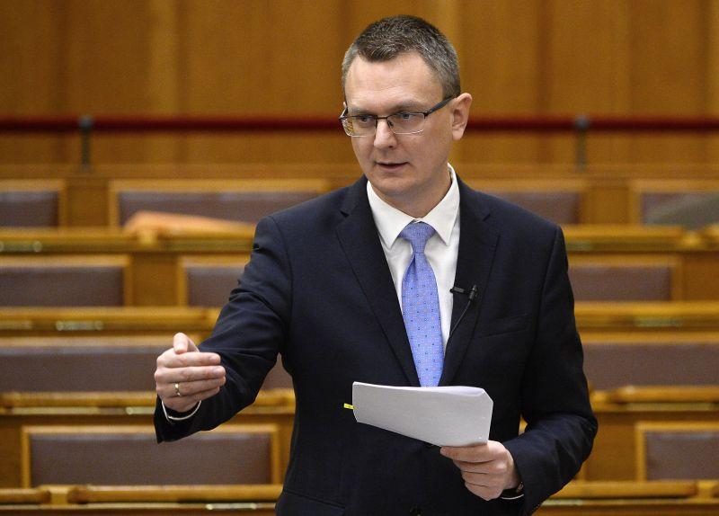 Új, kormányzati bejelentés a nyugdíjakról