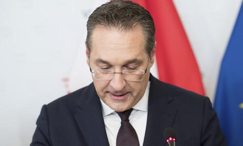 Nem nyugszik az osztrák szélsőjobb bukott vezére