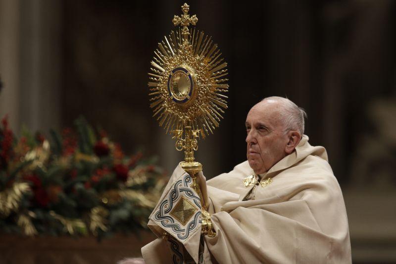 Még Ferenc pápát is fel lehet bosszantani – megütött egy nőt