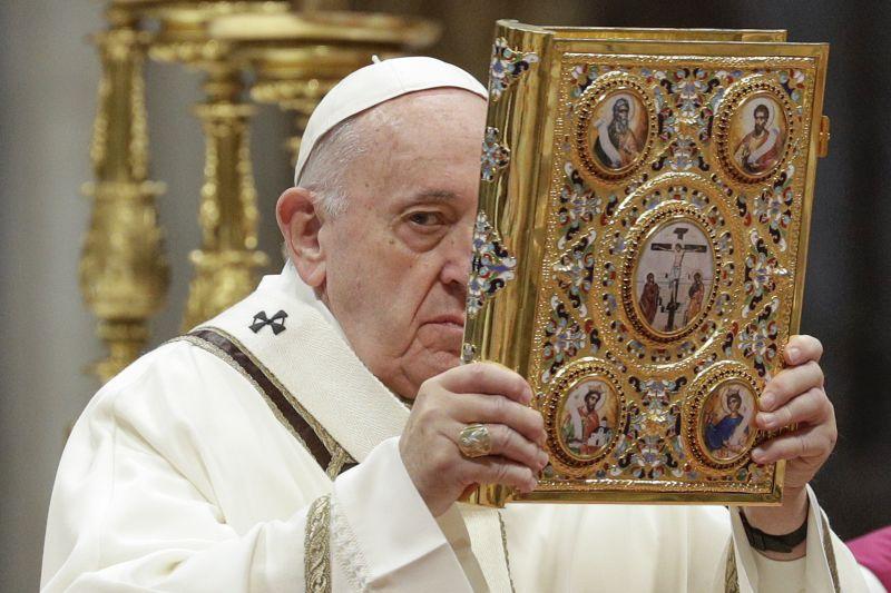 Pénz, siker, csillogás – ezt kellene Ferenc pápa szerint elutasítani
