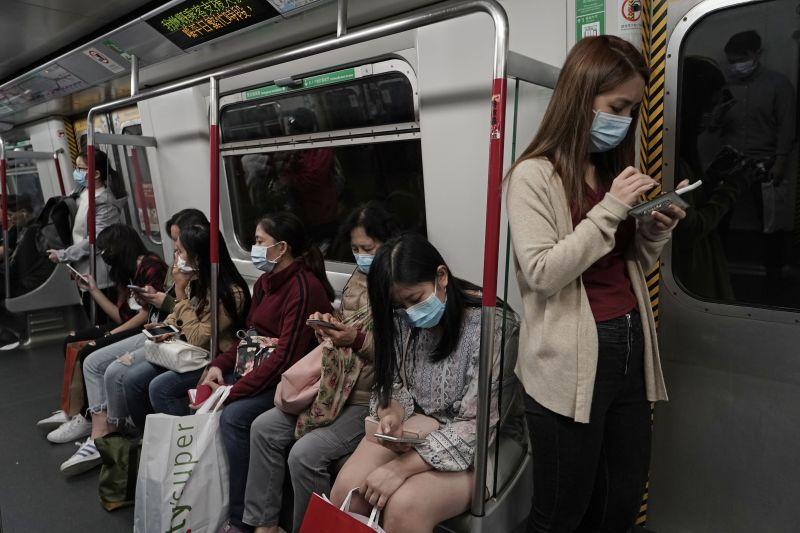 Kínai miniszter: rohamosan terjed a koronavírus-járvány