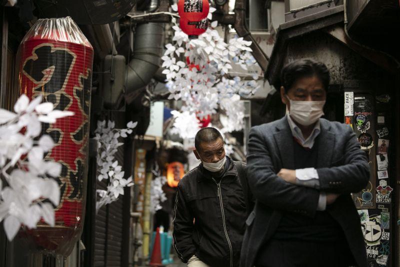 Koronavírus-járvány: lassulva növekszik a fertőzésgyanús esetek száma