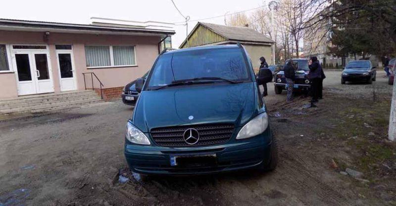 A kocsijával tette magát özveggyé a falusi asszony