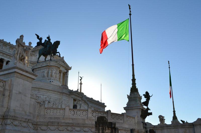 Bajban lehet az olasz kormánypárt, kilépések, kirúgások történtek