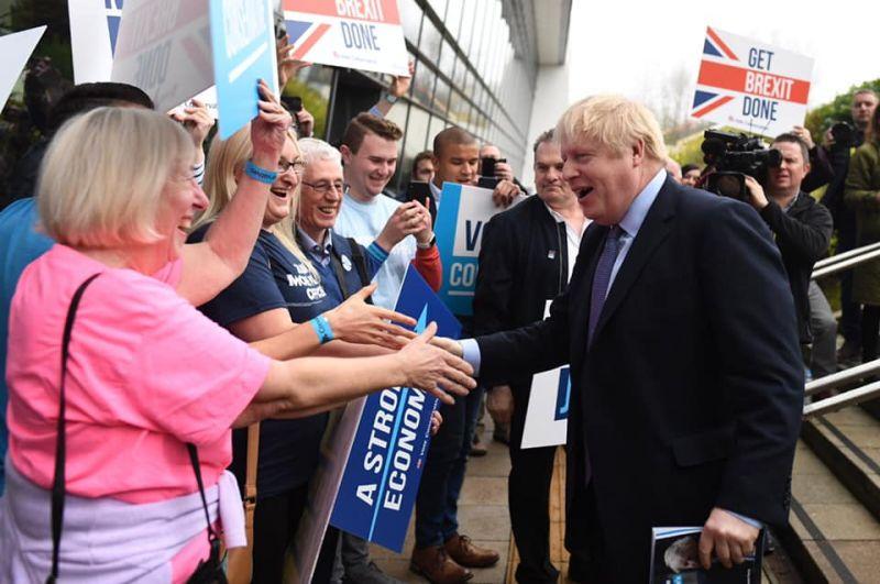 Boris Johnson aláírta a kilépési megállapodást
